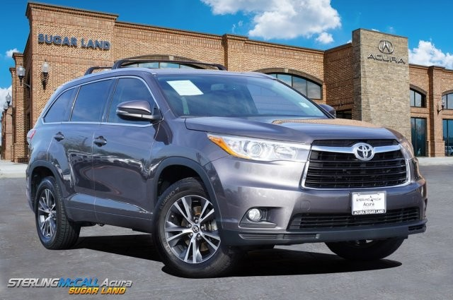 Pre-Owned 2016 Toyota Highlander XLE *** NAVIGATION *** SUNROOF ***